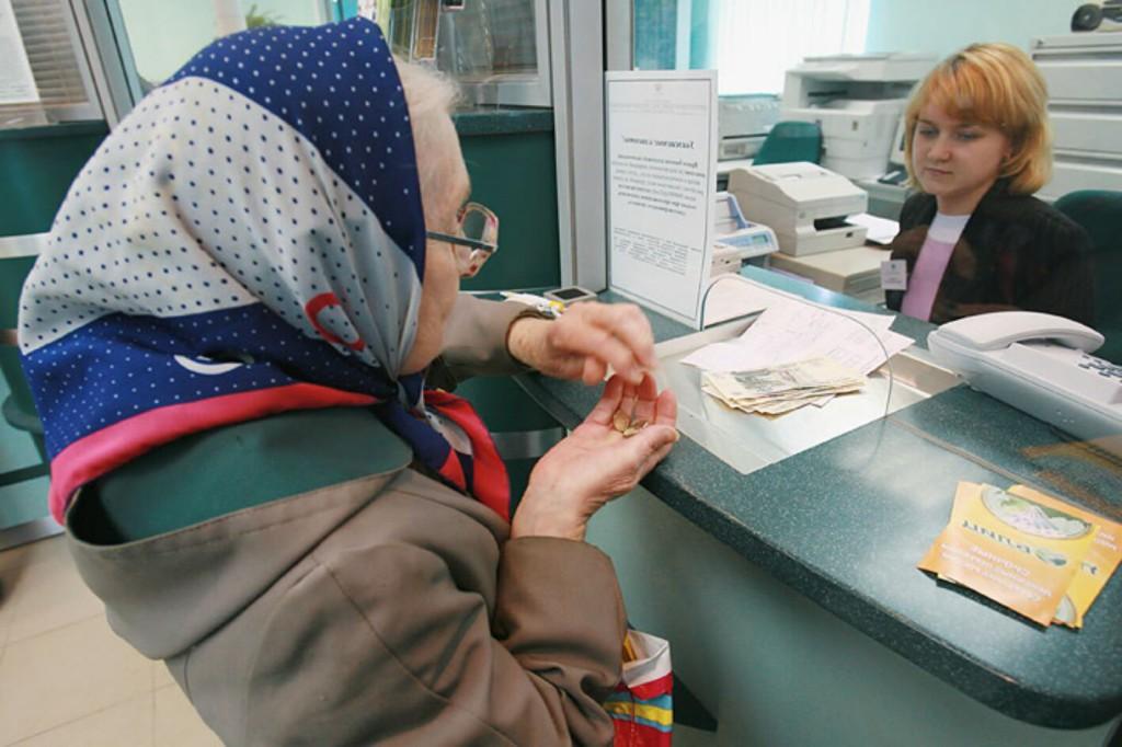 Как начисляют пенсию работающим пенсионерам в 2016