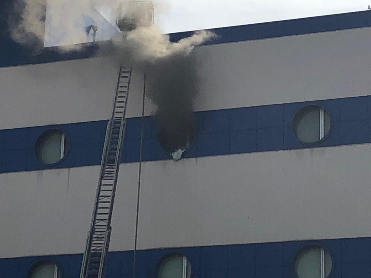 В Москве горит торговый центр для детей. Пострадавших пока двое - взрослые 5b943980620